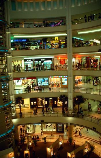 kul-kuala-lumpur-suria-klcc-shopping-centre-interior-by-night_b-thumb.jpg